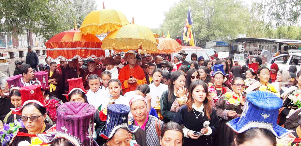 People gathered to receive Thai monks at Leh on Wednesday. — Excelsior/Morup Stanzin