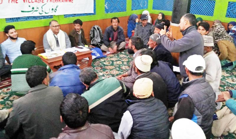 Special Secretary Higher Education Department Rashid Azam Inqalabi interacting with people in Kargil.
