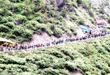 Pilgrims on their way to the Holy Cave of Shri Amarnath via traditional Chandanwari track on Tuesday. -Excelsior/Sajjad Dar