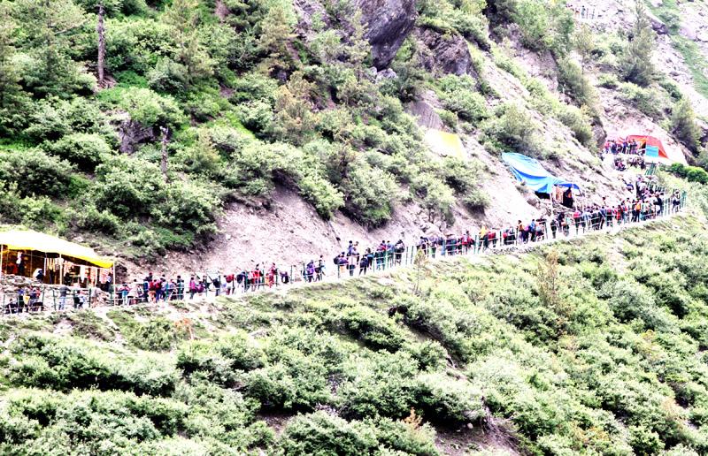 Pilgrims on their way to the Holy Cave of Shri Amarnath via traditional Chandanwari track on Tuesday. -Excelsior/Sajjad Dar