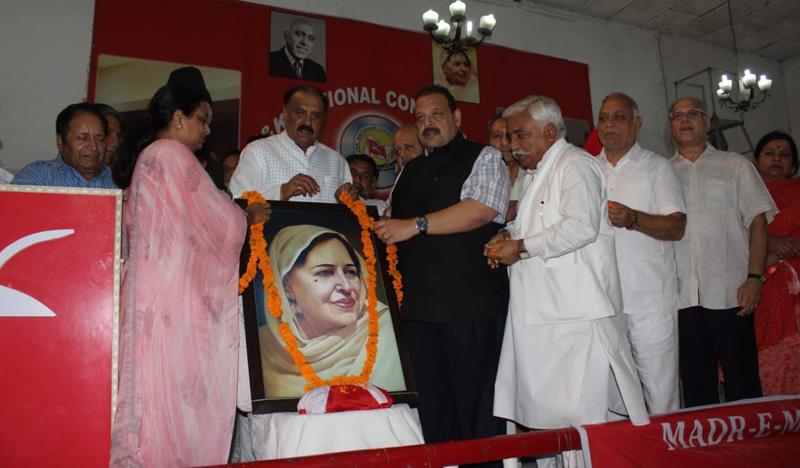 NC leaders paying tributes to Madr-e-Meharban at Sher-e-Kashmir Bhavan Jammu on Thursday.