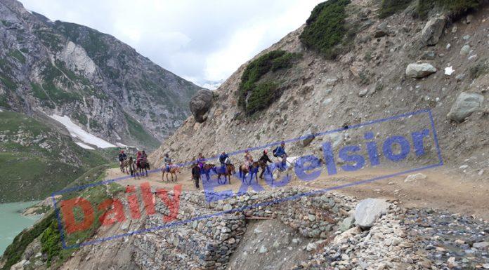 Shri Amarnath Ji yatris on way to holy cave via Chandanwari track on Wednesday. —Excelsior/Sajjad Dar