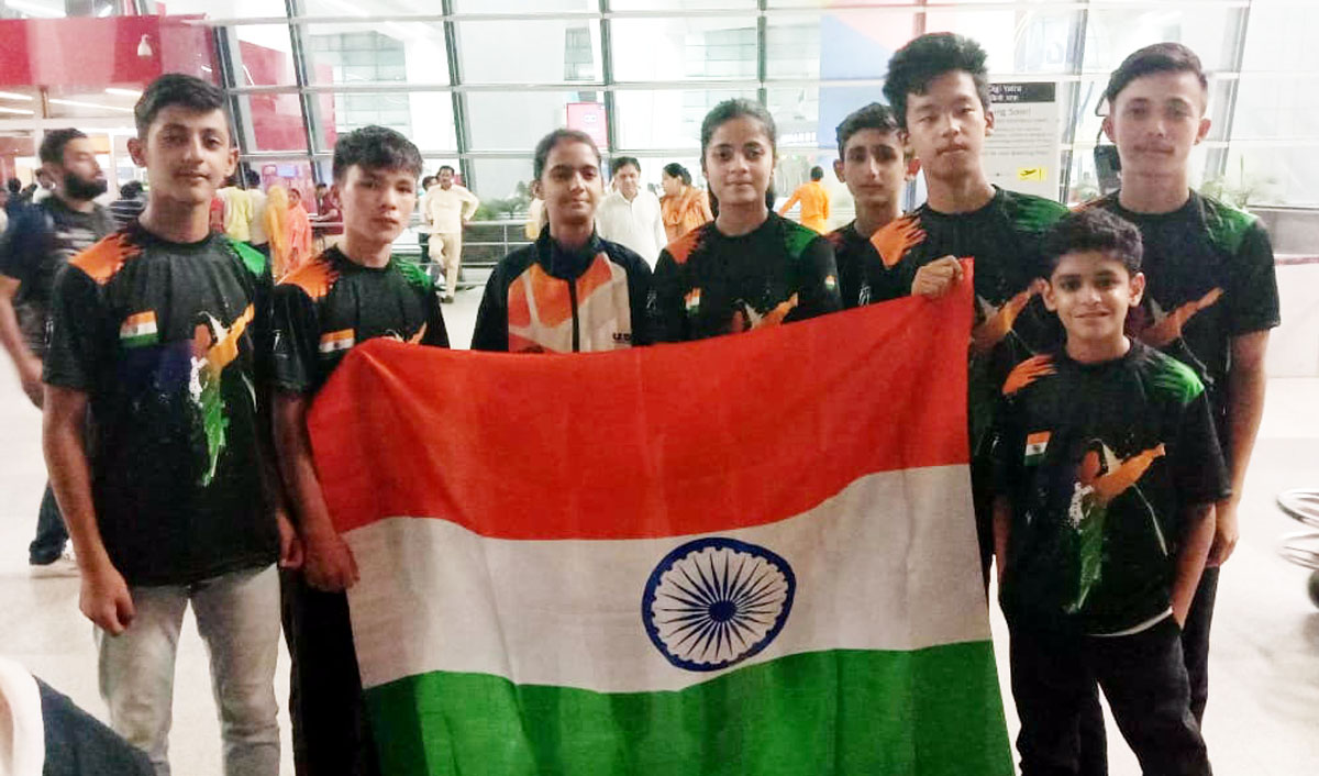 Soham Sharma of GD Goenka Public School, Jammu holding Indian flag along with other players.