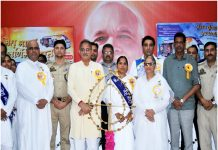 Ex Deputy CM, Kavinder Gupta along with Brahmakumaris at a function held in Jammu on arrival of Swarnim Yatra on Tuesday.