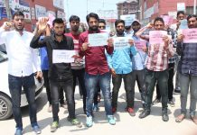 SDRF aspirants staging protest at Press Enclave in Srinagar. —Excelsior/Shakeel