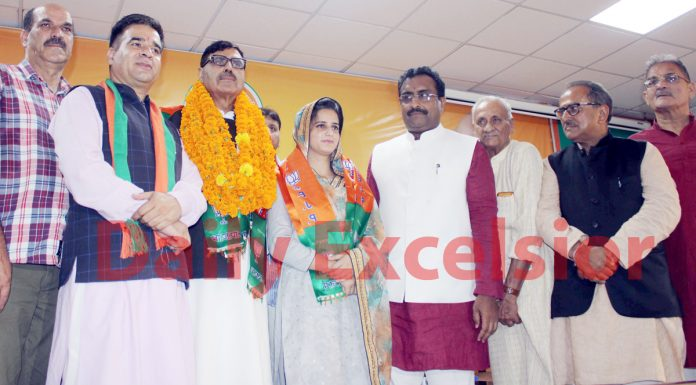 Congress leader, Iqbal Malik and a woman Sarpanch from Darhal posing with BJP national general secretary, Ram Mandhav and other senior leaders after joining the party at Jammu on Monday. -Excelsior/Rakesh