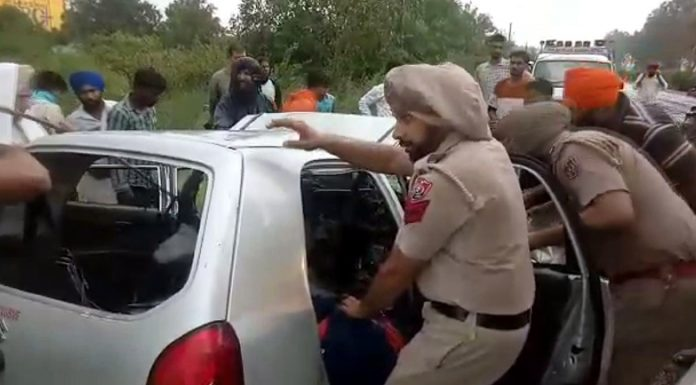 Police cops extricating dead bodies from the accident vehicle at Bhojpur in Jallandhar area of Punjab.