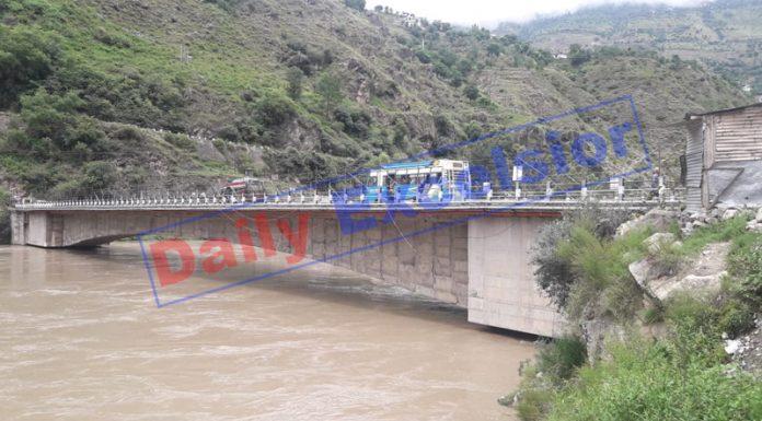 Flooded Chenab flows above danger mark at Pul Doda on Wednesday. —Excelsior/Tilak Raj