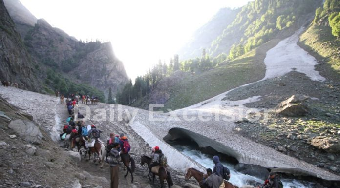 Yatris on way to holy cave of Shri Amarnath Ji via Chandanwari track on Wednesday. —Excelsior/Sajjad Dar