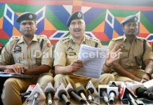 SSP Srinagar Dr Haseeb Mughal addressing a press conference in Srinagar on Tuesday. -Excelsior/Shakeel