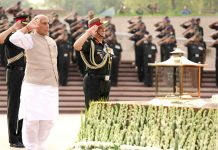 Union Minister for Defence, Rajnath Singh paying homage at the National War Memorial, New Delhi on Sunday. The Chief of Army Staff, General Bipin Rawat is also seen.