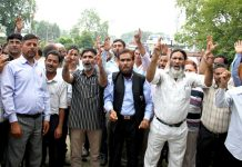 Government teachers protesting in Srinagar. —Excelsior/Shakeel