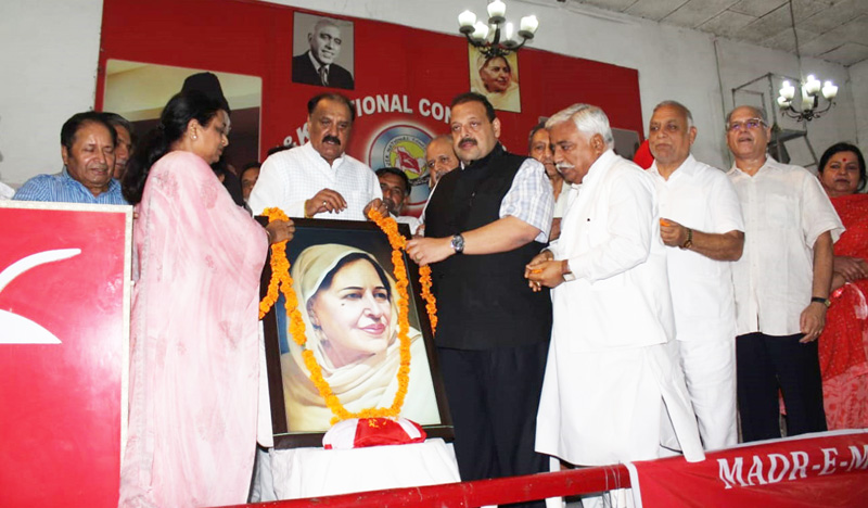NC leaders paying tributes to Madr-e-Meharban at Sher-e-Kashmir Bhavan Jammu on Thursday.