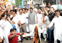 Cong leaders and workers staging protest in Jammu against arrest of Priyanka Gandhi by UP Police on Friday. -Excelsior/Rakesh