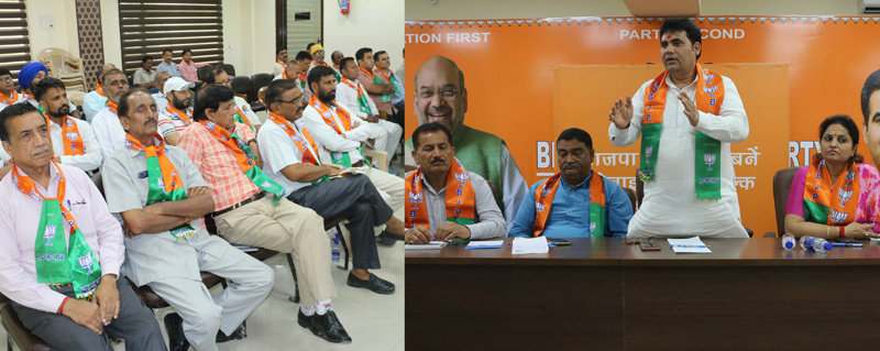 BJP Kissan Morcha leaders at a meeting at Jammu on Tuesday. —Excelsior/Rakesh