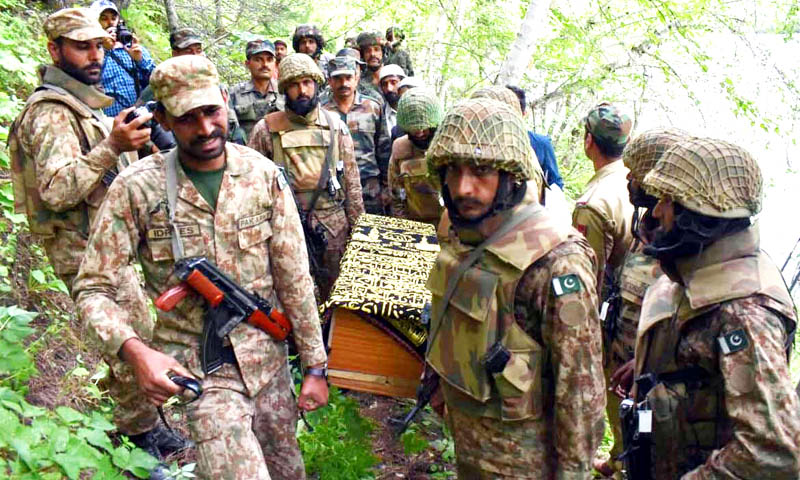 Army personnel handing over boy's body to Pak authorities. —Excelsior/Aabid Nabi