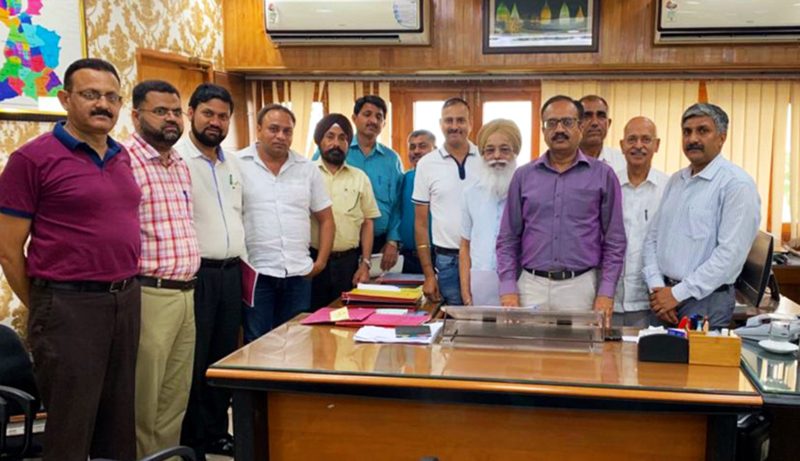A delegation of PHDCCI along with JMC Commissioner, Pankaj Magotra posing for a photograph on Friday.