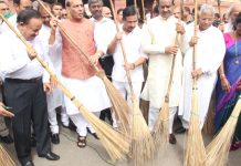 Lok Sabha Speaker Om Birla and others during Swachhata Abhiyan at Parliament House in New Delhi on Saturday. (UNI)