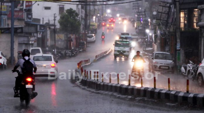 Vehicles move with head lights on as rains lash Jammu city on Wednesday evening. —Excelsior/Rakesh