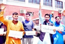 Villagers from Keran Tehsil staging protest in Srinagar. -Excelsior/Shakeel