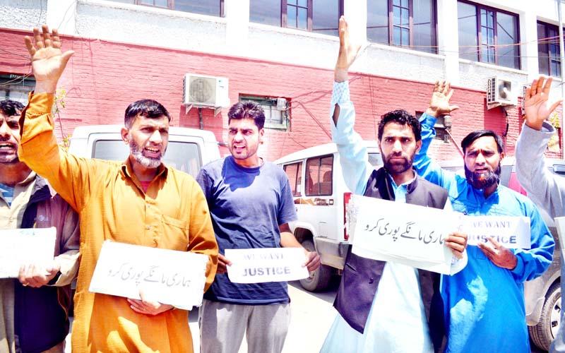 Villagers from Keran Tehsil staging protest in Srinagar. -Excelsior/Shakeel