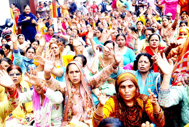 Anganwadi Workers and Helpers staging protest outside DC Office, Jammu. -Excelsior/Rakesh