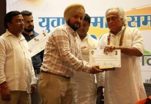 PYC leader Nimrandeep Singh being honoured by Cong MP Jai Ram Ramesh during a function at Delhi.