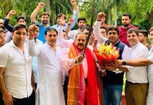Bharatiya Janata Yuva Morcha (BJYM) Karyakartas, led by Delhi State BJYM President Sunil Yadav, felicitating Union Minister Dr Jitendra Singh and celebrating abrogation of Article 370, at New Delhi on Thursday.