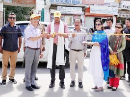 DC Leh inaugurating 'Yellow Line Campaign' on Wednesday.