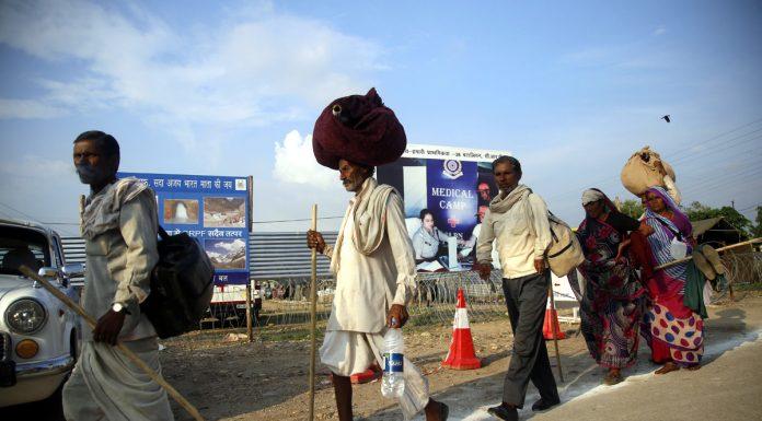 Yatris leaving Bhagwati Nagar Yatri Niwas for their home States on Friday. -Excelsior/Rakesh