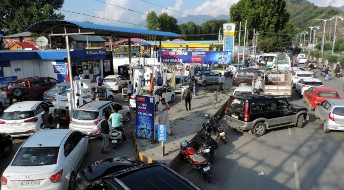 Long queue of vehicles at petrol pump in Srinagar on Friday. (UNI)