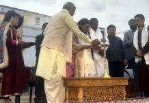 Union Minister of Tribal Affairs, Arjun Munda inaugurating the 'Aadi Mahotsav' at Leh on Saturday. —Excelsior/Morup Stanzin