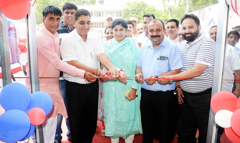 JMC Mayor, Chander Mohan Gupta along with others inaugurating retail outlet of Mistero at Jammu on Monday.