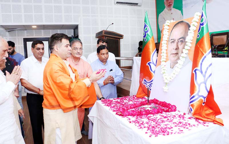 BJP leaders paying tributes to former Union Minister, Arun Jaitley on Monday.