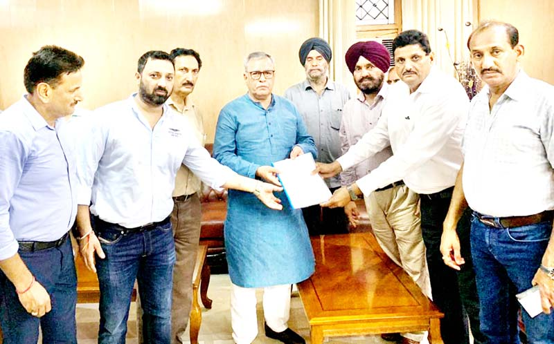 Hot Mix Plant Holders submitting memorandum of demands to Farooq Khan, Advisor to Governor.