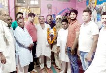 VHP activists paying tributes to Praja Parishad Movement leaders on Monday.
