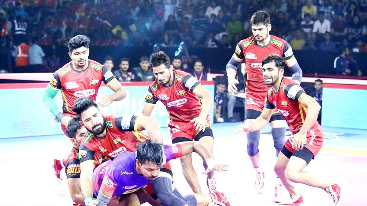 Players in action during Dabang Delhi and Bengaluru Bulls match of Pro Kabaddi League.