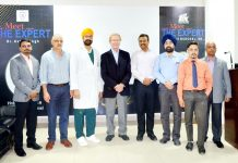Dr Avtar Singh, Dr Frederick Buchel, PA Venkateswarn and others posing for a group photograph after live surgery.