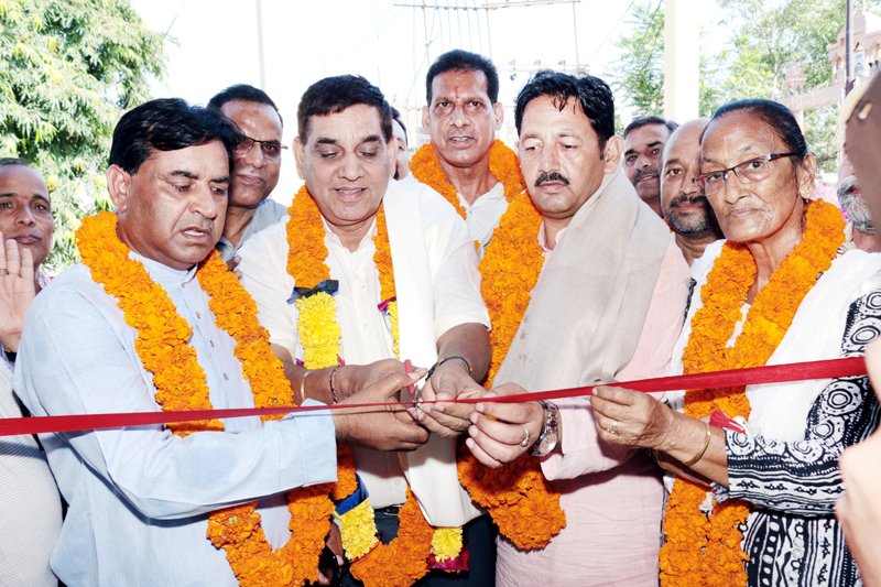 Mayor JMC, Chander Mohan Gupta inaugurating Sulabh Toilet complex at Digiana on Wednesday.
