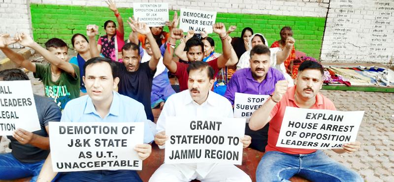 NPP activists staging protest in Delhi.