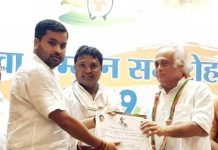 Pradesh Youth Cong leader Vishal Chopra being honoured by former Union Minister and Cong MP, Jai Ram Ramesh at a function in Delhi.