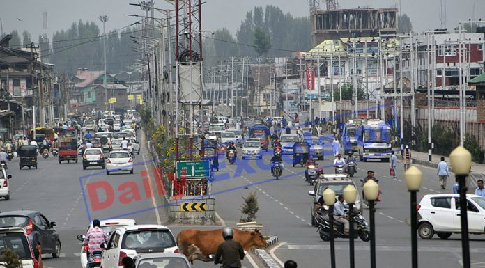 Traffic moving normally in Srinagar on Saturday. -Excelsior/Shakeel