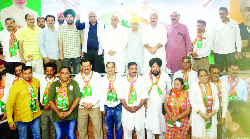 Avinash Rai Khanna, national VP BJP & other senior leaders of state posing with BVM leaders and social activists who joined party at Jammu on Saturday.