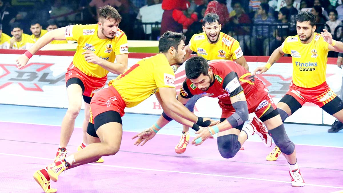 Players in action during a PKL match in Bengaluru on Saturday.