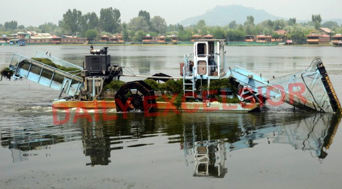 A machine cleaning weeds from Dal lake in Srinagar. —Excelsior/Shakeel