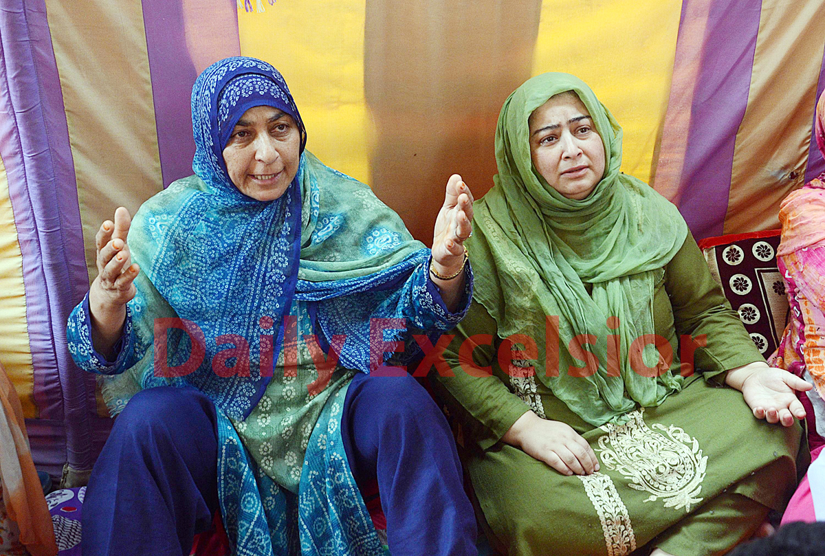 Relatives of shopkeeper Ghulam Ahmad Mir, wails after he was shot dead by militants outside his shop at Parimpora in Srinagar on Thursday. -Excelsior/Shakeel