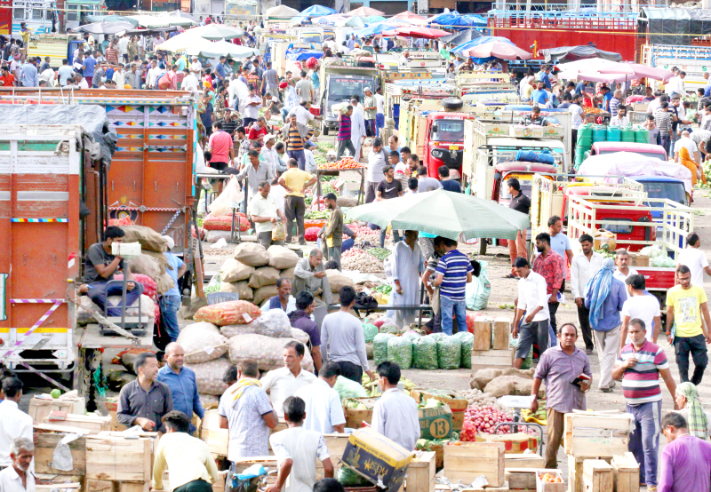 Heavy rush at Narwal Mandi in Jammu on Thursday. -Excelsior/Rakesh