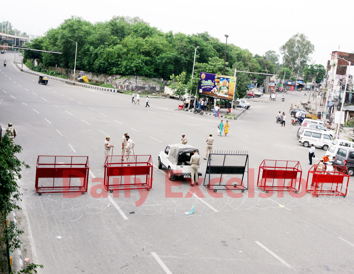 Deserted roads in Jammu city on Tuesday. -Excelsior/Rakesh