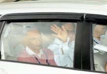 Former Finance Minister and Congress leader P Chidambaram being taken to CBI court in New Delhi on Thursday. (UNI)