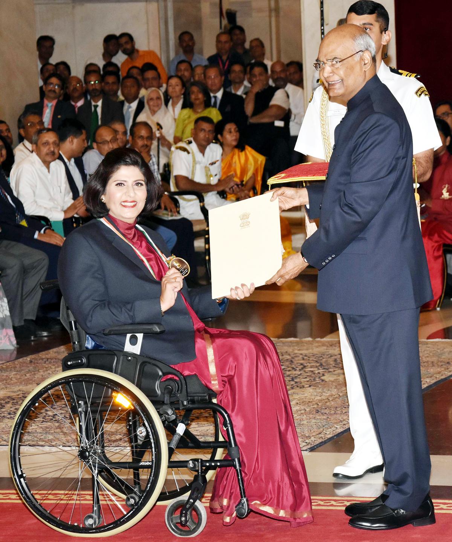 President Ram Nath Kovind presenting Rajiv Gandhi Khel Ratna Award-2019 to Deepa Malik for Para Athletics during the ceremony at Rashtrapati Bhawan in New Delhi on Thursday. (UNI)